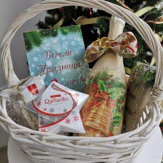 Коледни кошници с подаръци